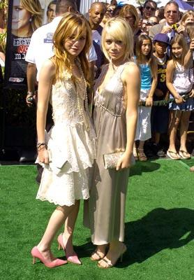Mary-Kate Olsen and Ashley Olsen at the world premiere of Warner Brothers' New York Minute
