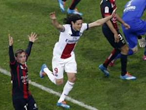 Cavani dodges Manchester United link: I'm a PSG player