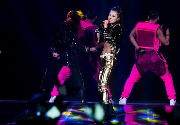 Sandara Park shows perfect abs during world tour show in Seoul - Yahoo ...