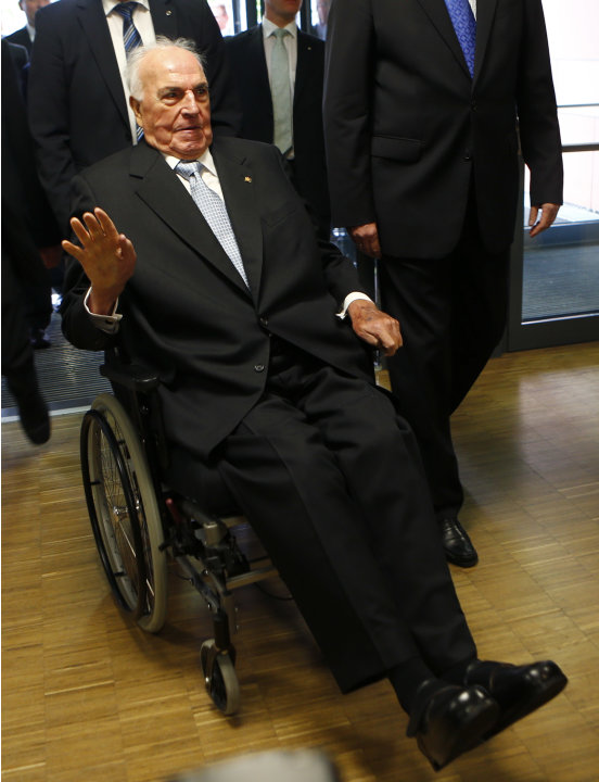Former German chancellor Kohl arrives for plaque unveiling ceremony in Hof