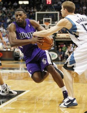 Pekovic, Wolves hold off Jimmer and Kings