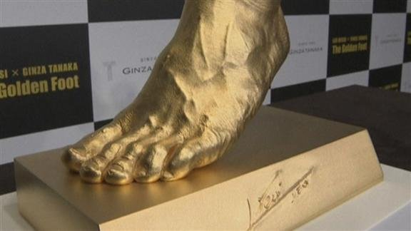 Jeweller unveils $5 million gold model of Messi's foot