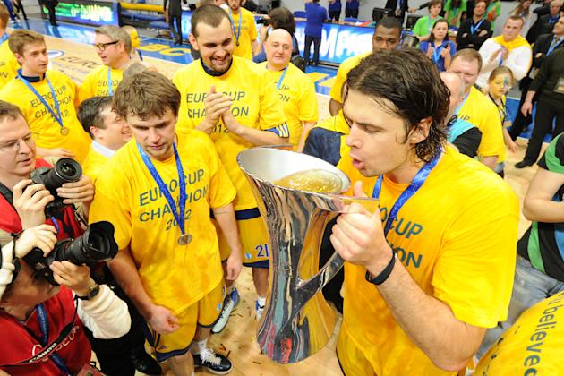 BC Khimki's Kresimir Loncar (R)  and team mates celebrate after winning the Eurocup final basketball match between BC Khimki and Valencia in Khimki, outside Moscow on April 15, 2012. BC Khimki won 77-