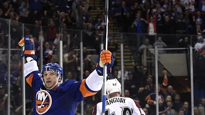 Leddy, Lee help Islanders cruise past Avalanche
