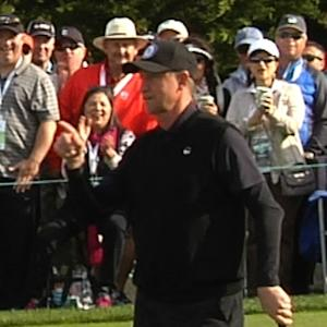 Wayne Gretzky drops a 9-foot putt at AT&T Pebble Beach