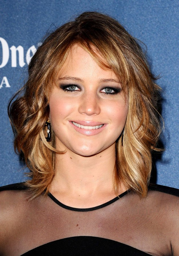 Hair how-to: Jennifer Lawrence's new tousled bob hairstyle in three