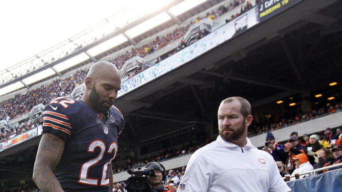 Chicago Bears running back Matt Forte (22) walks to the locker room with a trainer after getting injured in the second half of an NFL football game against the Minnesota Vikings in Chicago, Sunday, Nov. 25, 2012. (AP Photo/Nam Y. Huh)