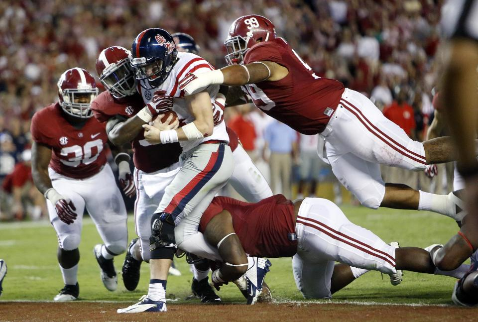Bama's Mosley thriving as vocal leader, full-timer