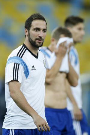 Argentina leaves out Higuain against Bosnia