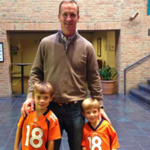 Mad Dash: Blogging mom finally meets Peyton Manning