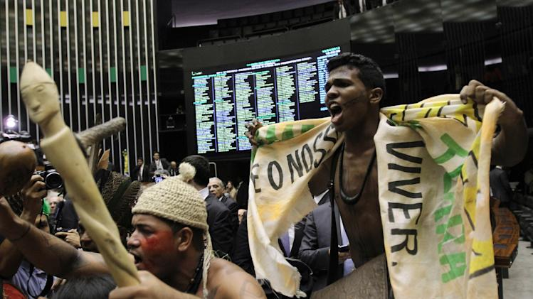 Brazilian Indians protest proposed amendment