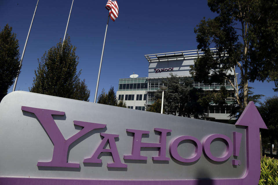 Loeb to sell 40M Yahoo shares as he leaves board