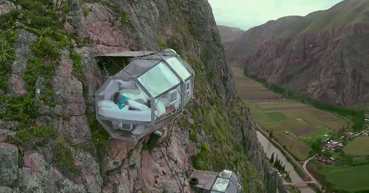 Hotel Built On A 1300-Foot Cliff(PHOTOS)