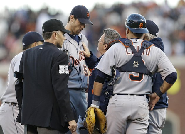 Detroit Tigers&#39; Doug Fister is examined after being hit by a ball off the bat of San Francisco Giants&#39; Gregor Blanco during the second inning of Game 2 of baseball&#39;s World Series Thursday, Oct. 25, 2012, in San Francisco. (AP Photo/Marcio Jose Sanchez)