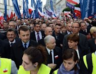 <p>The leader of the Law and Justice party (PiS), Jaroslaw Kaczynski (C), demonstrates in Warsaw against Poland's centrist government.</p>