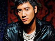Leehom denies dating model Evelyn Lin