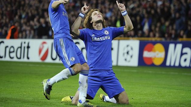 Chelsea's David Luiz (R) celebrates with team-mate Eden Hazard