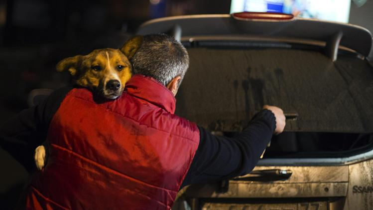 Volunteers smuggle Sochi dogs out of town