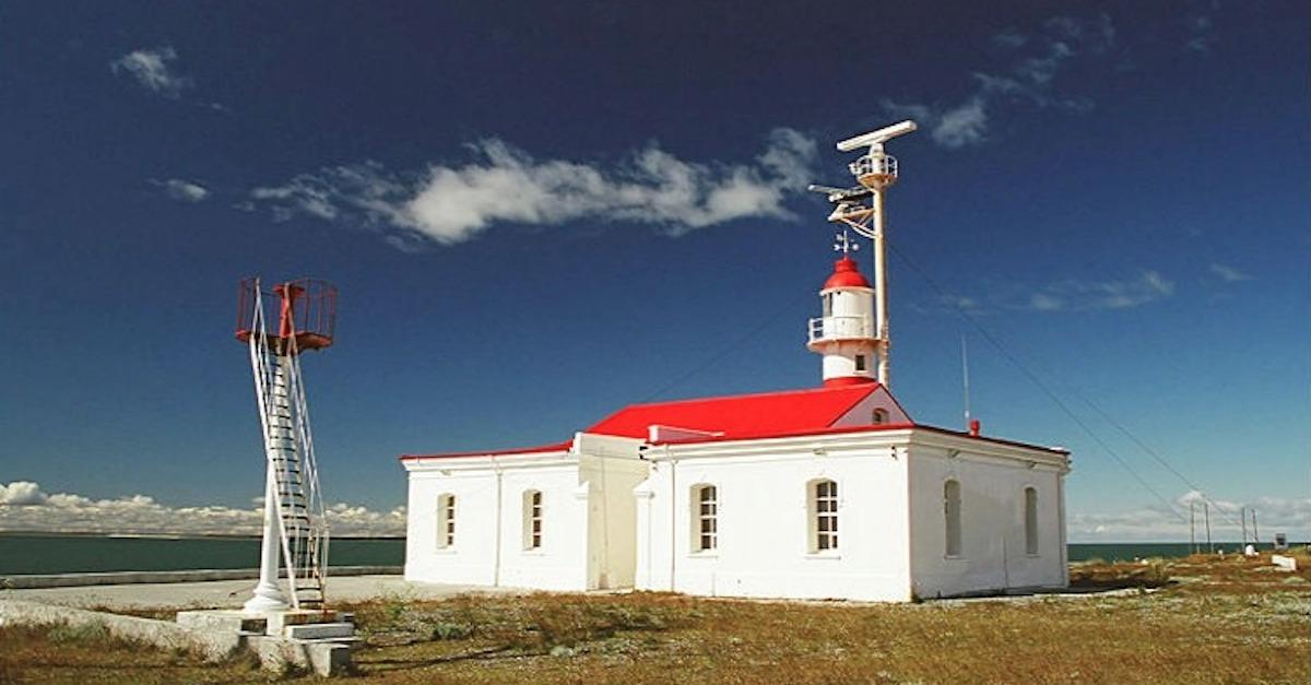 13 Lighthouse Lodgings For Your Next Getaway