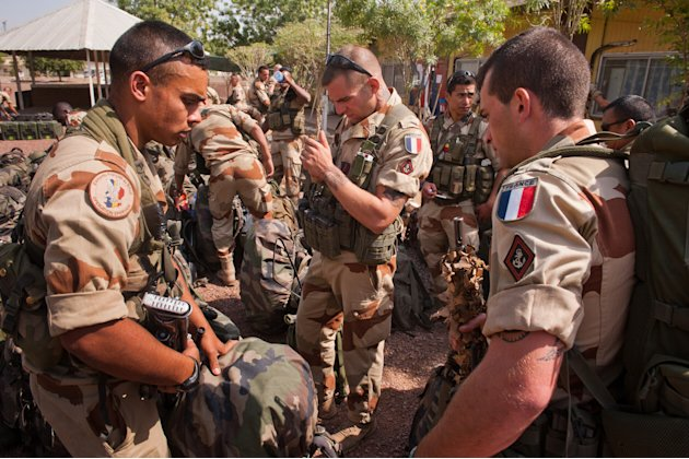 This picture released by the French Army Communications Audiovisual office (ECPAD) shows French soldiers getting ready before boarding to Bamako, the capital from Mali, at Kossei camp in N'Djamena, Ch