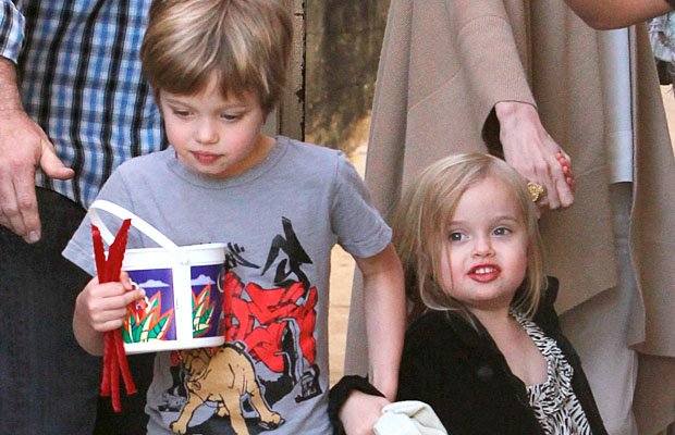Vivienne and Shiloh Jolie-Pitt (rod-kmm-ionu/X17online.com)