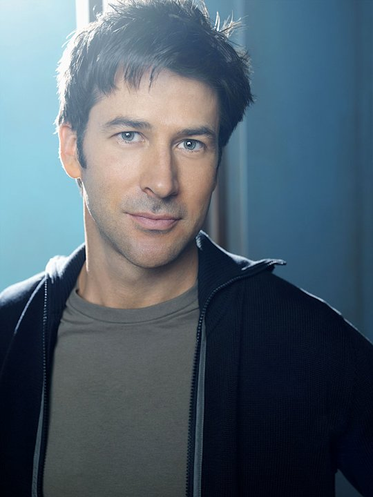 Joe Flanigan stars as Major John Sheppard in Stargate Atlantis.