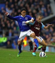 Everton's Steven Pienaar (left) and West Ham United's Joe Cole (right) battle for the ball