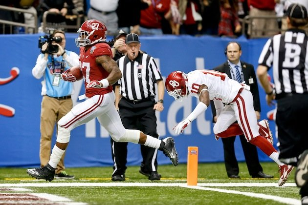 Alabama s derrick henry breaks out for 100 yards and two touchdowns