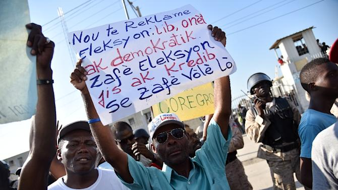 Crisis looms as Haiti 2nd-round presidential campaiging kicks off