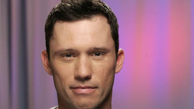 """FILE - In this February 24, 2010 file photo, actor Jeffrey Donovan poses for a portrait, in New York.  Hot news for """"Burn Notice"""" fans: Jeffrey Donovan, who plays the CIA operative Michael Westen, says one of the main characters dies in the show's sixth season premiering Thursday, June 14, 2012, on the USA Network. (AP Photo/Jeff Christensen, File)"""