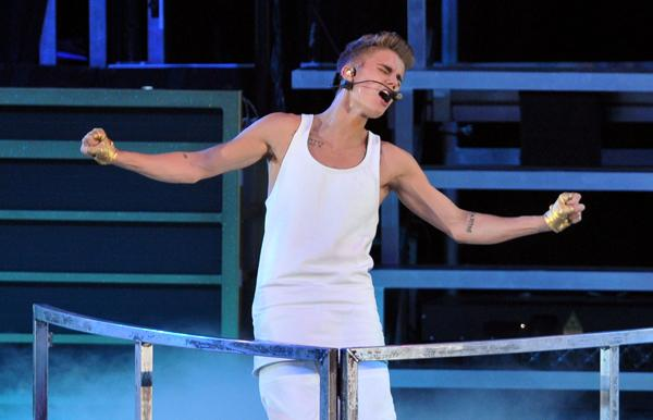 Justin Bieber's Late Entrance Angers Fans, Parents