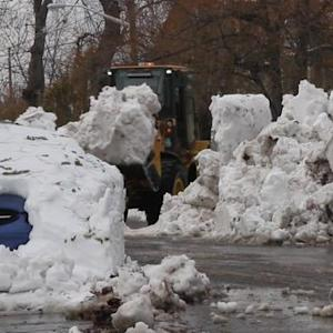 After heavy snow, Buffalo braces for flooding