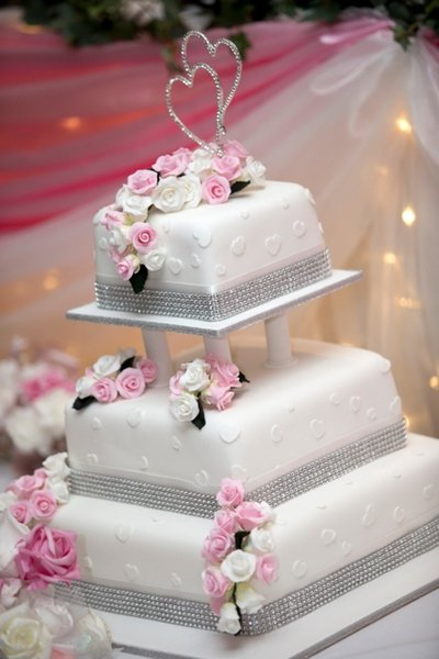 Princess wedding cake for glamorous wedding