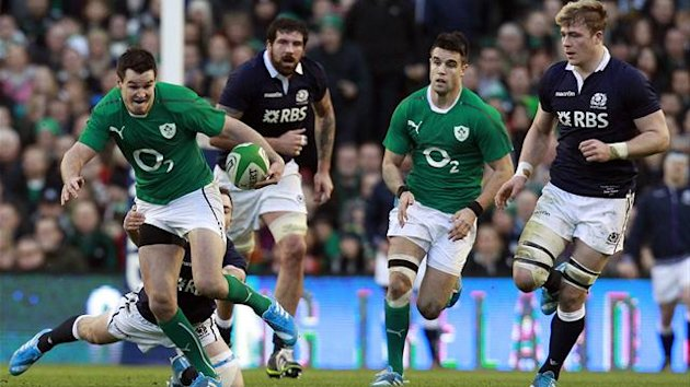 Ireland's Jonathan Sexton (L) breaks with the ball against Scotland in their Six Nations rugby union match at Aviva stadium in Dublin February 2, 2014. REUTERS