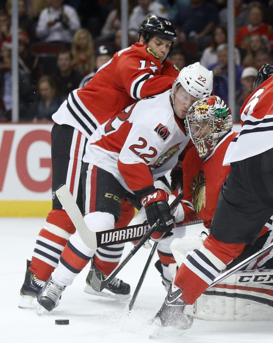 Toews powers Blackhawks past Senators