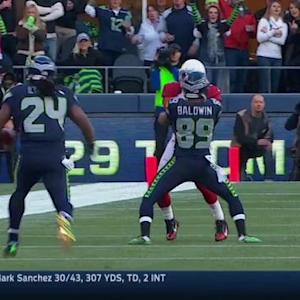 Seattle Seahawks running back Marshawn Lynch gains 23 yards on pass from Wilson