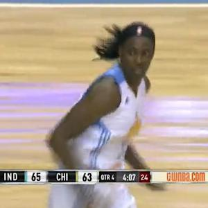 Fowles Leads Sky In Game 2