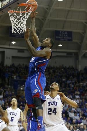 TCU gets 1st Big 12 win, 62-55 over No. 5 Kansas
