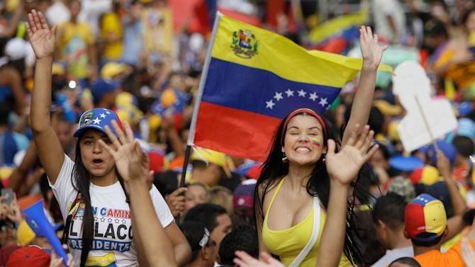Capriles supporters rally in streets of Caracas