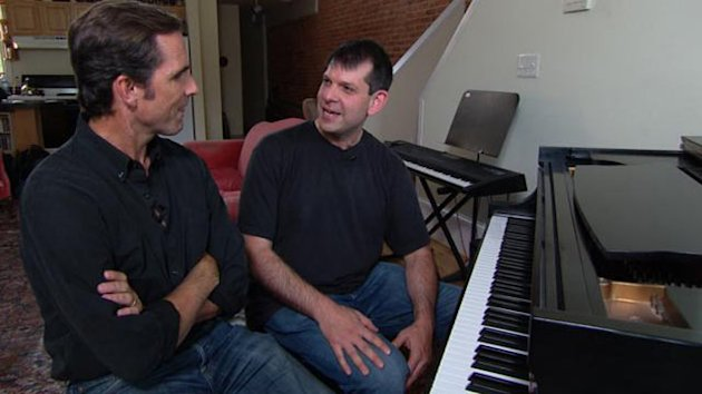 Musician Teaches Vets to Play With Pink Floyd Frontman (ABC News)