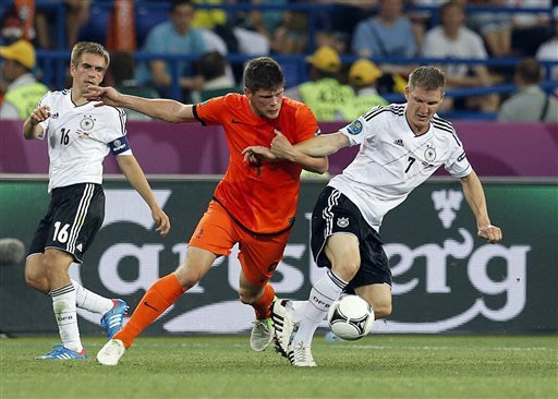 Gomez scores 2 to give Germany 2-1 win over Dutch