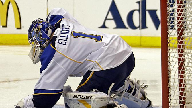 St. Louis Blues goalie Brian Elliott (1) stops a shot on goal by the Los Angeles Kings in the second period of Game 4 of the NHL Western Conference Stanley Cup hockey playoff series in Los Angeles, Saturday, May 4, 2013. (AP Photo/Reed Saxon)