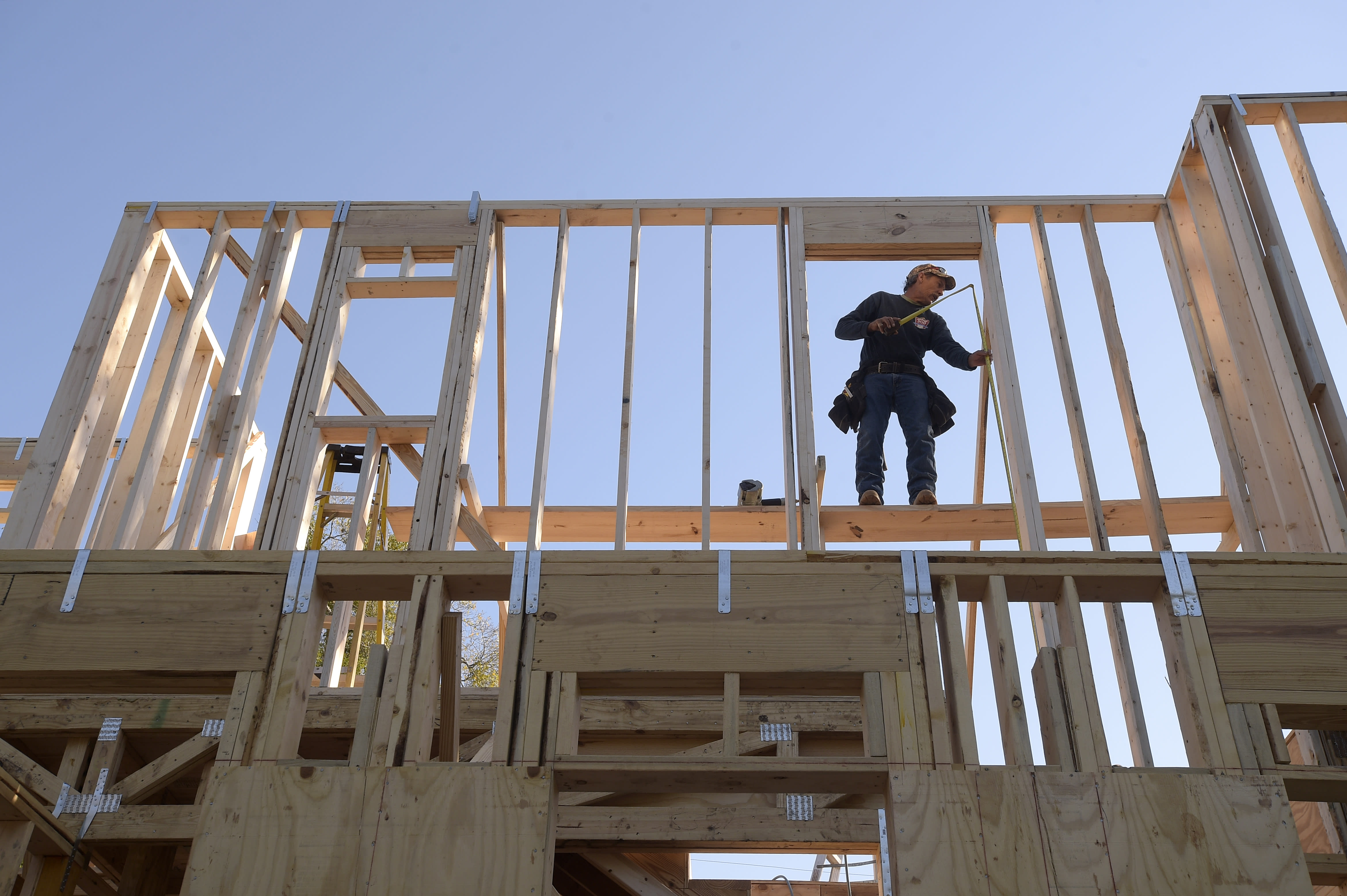 US construction spending falls for second month in February