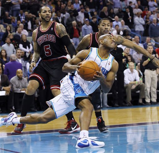 Boozer scores 18 as Bulls rout Hornets 90-67