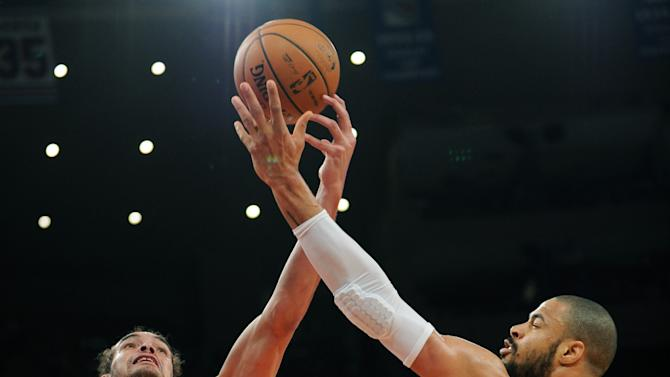 New York Knicks' Tyson Chandler, right, battles for a rebound with Chicago Bulls' Joakim Noah during the first half of an NBA basketball game Friday, Jan. 11, 2013, at Madison Square Garden in New York. (AP Photo/Bill Kostroun)