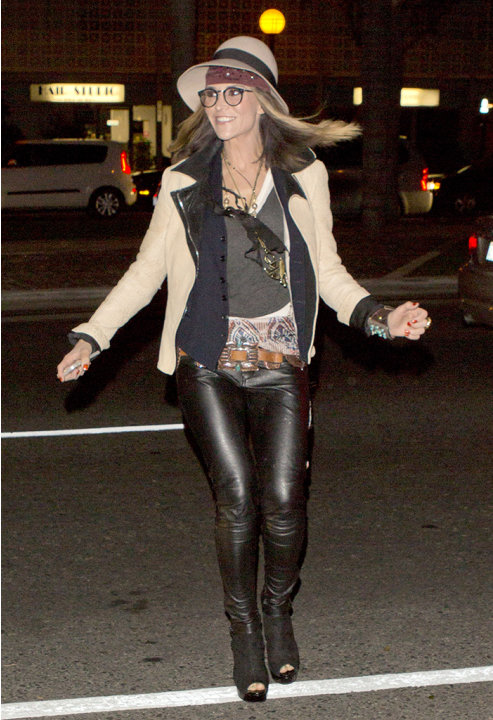 Troubled star Brooke Mueller makes a scary crossing amongst peak hour traffic on Santa Monica blvd as she ran into 'Dan Tana's' Restaurant in West Hollywood, CA