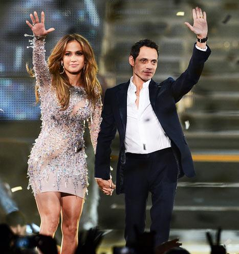 Exes Jennifer Lopez, Marc Anthony Hold Hands On Stage for Vegas Concert