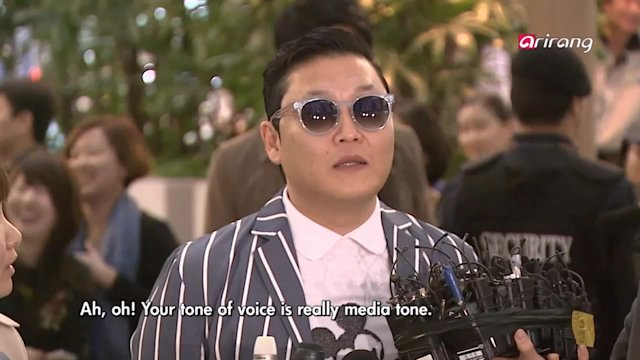Showbiz Korea : 1. Psy's departure to the U.S. 2. Comedian Shin Bo-ra at an animation dubbing