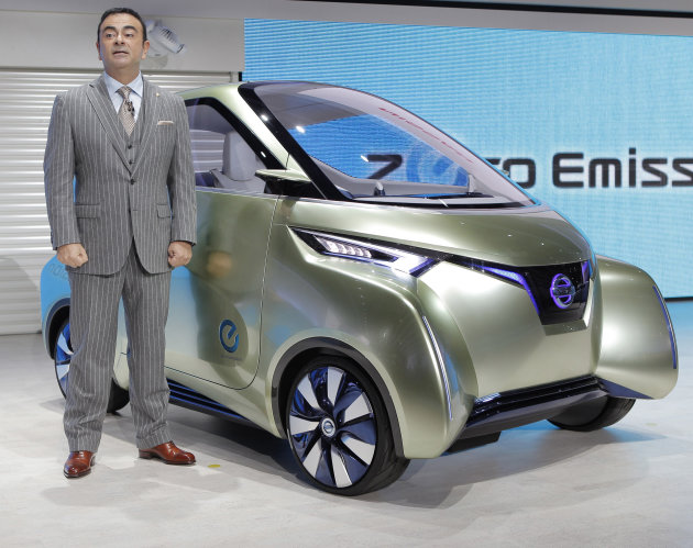 "CORRECTS TO THE 42ND TOKYO MOTOR SHOW - Nissan Motor Co. President and Chief Executive Carlos Ghosn poses with the company's concept car ""PIVO3"" during the 42nd Tokyo Motor Show in Tokyo, Wednesday, N"