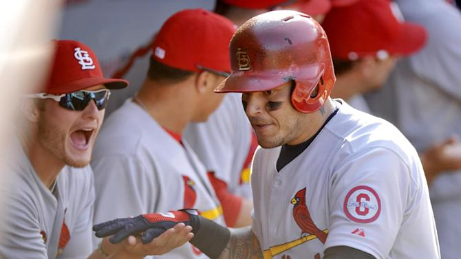 Molina, Kelly team up to lead Cardinals over Cubs